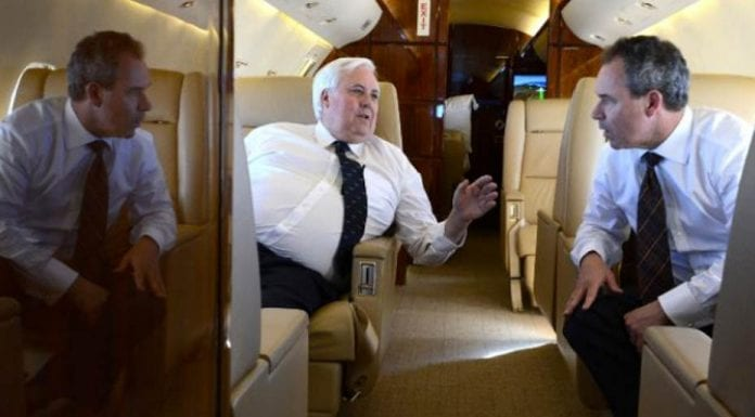 Crook Bankrupt – PR man of fat Australian Clive Palmer who wanted to rebuild RMS Titanic goes broke; appropriately his surname is 'Crook' – Andrew Crook