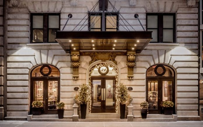 A $20k Gobble – HGU New York hotel offers a Thanksgiving dinner complete with gold-flaked turkeys and bottomless champagne for £15,100.