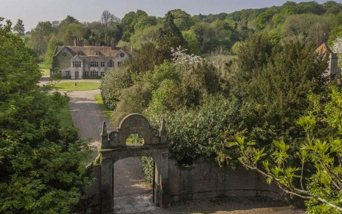 An Eclectic Manor – Harpsden Court, Harpsden, Henley-on-Thames, Oxfordshire, RG9 4AX – For sale through Savills for £10 million ($12.7 million or €11.9 million or درهم46.7 million) – Film location for The Great Fire, A Harlot's Progress, The Invisible Woman, Jude, The Manhood of Edward Robinson, Miss Marple, Midsomer Murders, Molly Moon, Parade's End, Quantum of Solace and The Woman in Black – Laurie and Barbara Gerrard