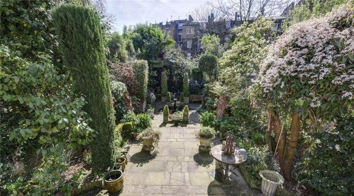Little Italy – English country house style flat in Penywern Road, Earl's Court, London, SW5 9TT complete with Italianate garden for sale through Russell Simpson for £2.25 million ($2.90 million, €2.66 million or درهم10.65 million)