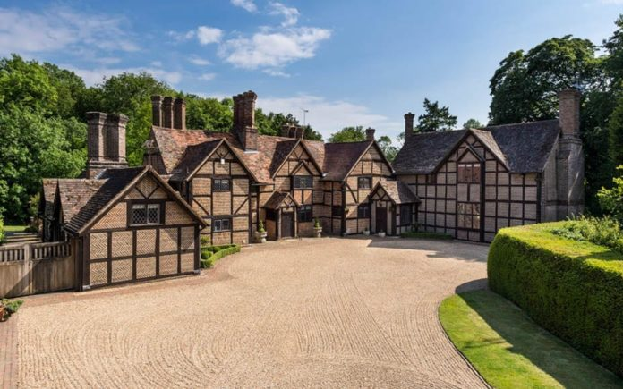 Making a Manor – £2.55m Osbrooks, Capel, Dorking, Surrey, RH5 5JN – Refurbished Grade II listed Surrey manor house with connections to Detmar Blow and Gertrude Jekyll for sale for £2.55 million ($3.32 million, €2.96 million or درهم12.20 million) through Sotheby's International Realty.
