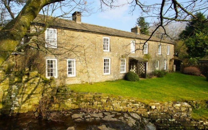 Painting & Poetry – Mill Gill House, Askrigg, Leyburn, North Yorkshire, DL8 3HR – For sale through Robin Jessop for £850,000 ($1.06 million, €987,000 or درهم3.91 million)