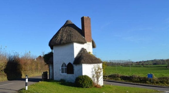 Minimal Me – The Round House, Stanton Drew, Somerset, BS39 4ES – For sale with Killens for £110,000 ($137,400 or €131,500 or درهم504,600) – Britain's smallest detached house