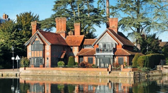 A River Runs Through It – £3.75 million for The Lodge at Marlow, Bucks – Attractive Grade II listed riverside residence, The Lodge, 39 St Peter Street, Marlow, Buckinghamshire, SL7 1NQ goes on sale for £3.75m.