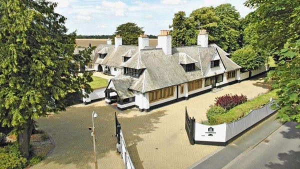 White Horse Stables has been home to the Dettori family since 1998 1