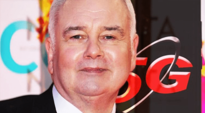 Moron of the Moment – 5G fool Eamonn Holmes – Multi-millionaire 5G conspiracy theorist Eamonn Holmes deserves condemnation for inviting a scion to a billion pound fortune on to 'This Morning' to discuss COVID-19 instead of war hero Captain Tom Moore who has raised £4 million for the NHS.