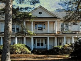 Bigging-Up a Mini Mansion – £44,000 or $54,900 for mini mansion 200 East Jackson Street, Woodland, Rich Square, Northampton, North Carolina, NC 27869, United States of America through agent Nancy G. Freeman of Freeman Realty – 'Stately' Cape Cod style 'mini mansion' in North Carolina with 1.14 acres of land for sale for just £44,000; it is situated in a town that was the birthplace of the biggest ever American, Mills Darden.