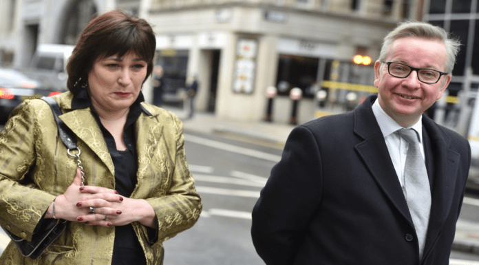 Vacuous Vine – Sarah Vine spouts drivel about Boris Johnson's holiday – Sarah Vine – vacuous journalist and wife of Michael Gove – takes to Twitter to try to justify Boris Johnson taking a holiday at a time of economic catastrophe, coronavirus and an exams fiasco.