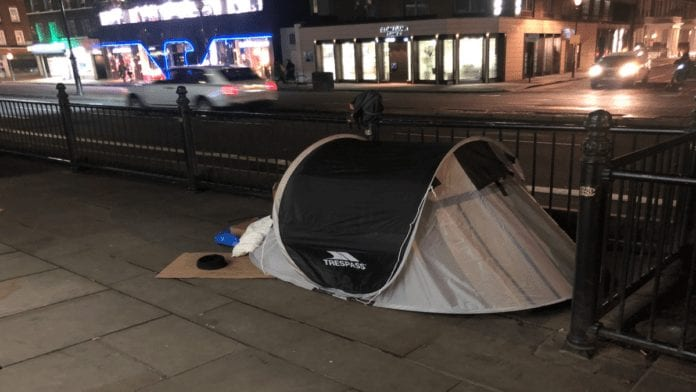 Knightsbridge – Tent City 2020 – Homeless tents Bromton Road, SW3 – As Knightsbridge's Brompton Road turns into a 'tent city' for the homeless, Matthew Steeples urges readers to support such people this Christmas.