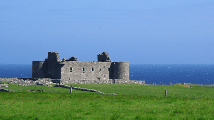 Bargaining Britain's Northernmost Castle – £130,000 for Muness Castle, Unst, Shetland Isles, Scotland, ZE2 9DL, United Kingdom – Grade A listed freehold Scottish castle with cottages, barony title, gold and copper reserves and 240 acres of land goes to auction for just £130,000 just as plans for a space centre are announced in the vicinity – To be sold by Future Property Auctions of Glasgow on 23rd April 2021.