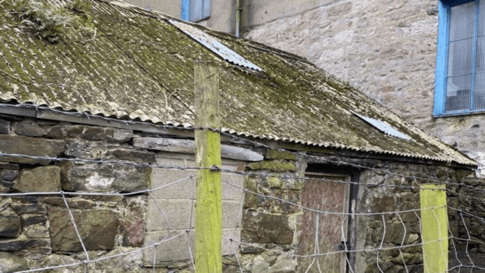 A Cottage For A Quid – Cottage for sale in foodie destination Caernarfon – Crumbling stone-built seaside cottage in Welsh foodie destination and royal town of Caernarfon goes on sale for just £1 – Rear of 72 Pool Street, Caernarfon, Gwynedd, LL55 2AF, Wales, United Kingdom offered for sale by Doorsteps online estate agency.